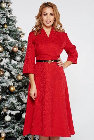 Rochie rosie eleganta in clos cu decolteu